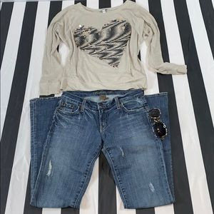 DISTRESSED BOOT CUT JEANS 👖